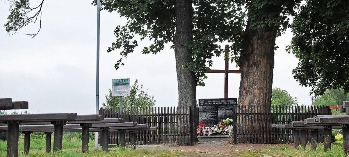 Mogiła żołnierzy Wojska Polskiego poległych we wrześniu 1939 r. w Dębowcu (gmina Poraj)
